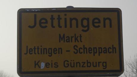 Oben Scheppach – mit dem Ortsschild und dem Feuerwehrgerätehaus, das früher das Rathaus war. Das gerade eingerüstete Rathaus von Jettingen-Scheppach (vor dem Zusammenschluss: Jettingen) steht einen Kilometer davon entfernt.