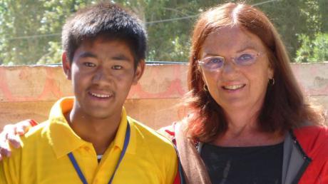 Der Verein Ladakh-Hilfe mit der in Waldstetten lebenden Karola Wood kümmert sich um Lobzang, der nach der Heilung einer Knochentuberkulose jetzt Unterstützung bei der Berufsausbildung braucht.