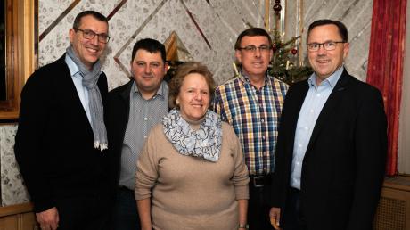 Ein Sprecher-Team führt die Bürger-Liste Röfingen-Roßhaupten an (von links): Karlheinz Vogg, Michael Mayer jun., Ingrid Osterlehner, Anton Bachmayer und Dirk Vollertsen.