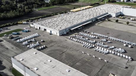 Auf dem Gelände von Alko in Günzburg läuft die Fertigung von elektrisch angetriebenen VW-Caddys und VW-Transportern T6 an. Abt e-Line plant jährlich bis zu 10.000 Einheiten.