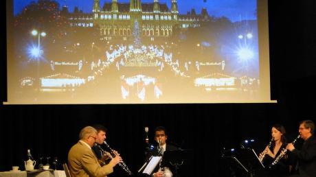 Das Ensemble Interclarinet bot beim Jahresabschlusskonzert einen Querschnitt durch die Wiener Musik. Dazu passten Fotoprojektionen von Felix Kramer.