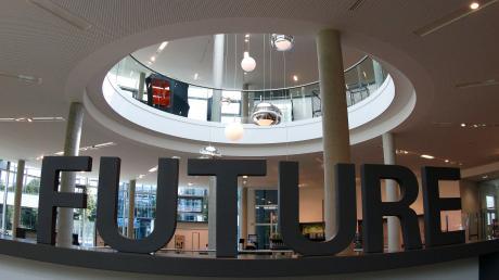 Am Stammsitz der Firma in Leipheim ist auch dieses Gebäude zu finden, das Besucher und Geschäftspartner in einen Präsentationsbereich führt. Da geht es nicht nur um die Vergangenheit des Familienunternehmens, sondern auch um aktuelle und künftige Geschäftsfelder, die gut bestellt sein wollen.