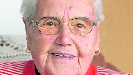 Die treue Zeitungsleserin Monika Mayer aus Günzburg feiert heute ihren 90. Geburtstag.