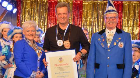 Präsidentin Kerstin Rauner und Vizepräsident Rudi Wolf freuen sich mit Dieter Reitenauer über dessen Auszeichnung.