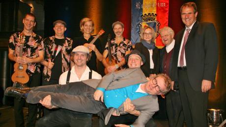 Musik, Akrobatik, Satire und Politisches wurden beim Neujahrsempfang der Stadt Leipheim im Zehntstadel geboten. Das Foto zeigt die Akteure des Abends.