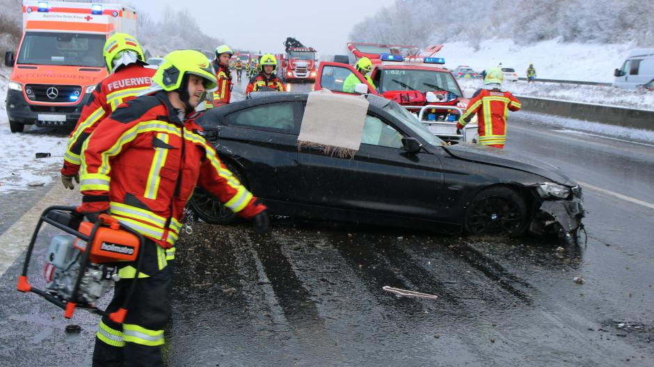Die Hilfskräfte wurden am Sonntag auf der A8 umfangreich beansprucht.