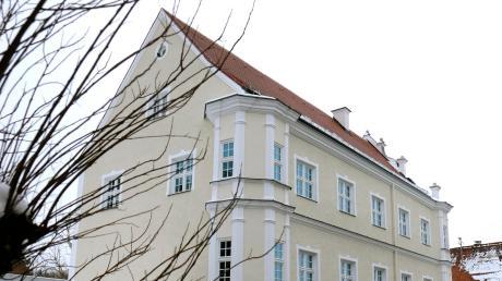 Im vergangenen Jahr wurde die Sanierung des Rathauses Burtenbach abgeschlossen. Doch noch immer wird darüber diskutiert, wie die Mehrkosten zustande gekommen sind.