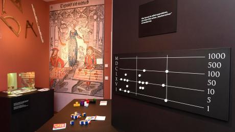 Die aktuelle Mathematikausstellung im Schulmuseum Ichenhausen zieht viele Besucher an.