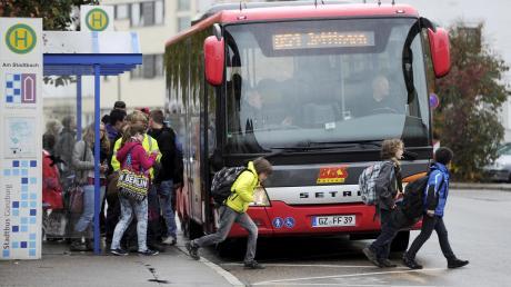 Die Haupteinnahmequelle für die Busunternehmen in der Region ist der Schülertransport.