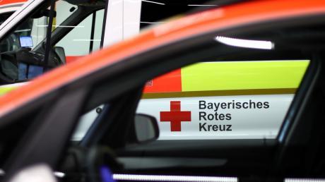 Bei Arbeiten am Dach eines Vereinsheims in Reichau hat sich ein 45-Jähriger erhebliche Verletzungen zugezogen.
