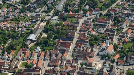 Blick aus der Luft auf das Zentrum von Jettingen.