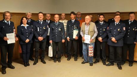 Die Freiwillige Feuerwehr Großkötz ehrte zahlreiche Personen für ihre langjährige Mitgliedschaft.