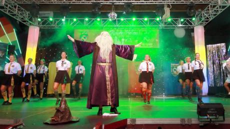 """Die Güssengarde verzauberte das Publikum bei der Prunk- und Fremdensitzung mit ihrer """"Harry Potter""""-Show."""