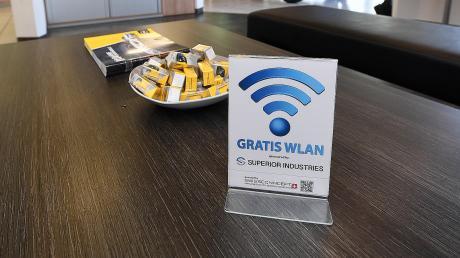 Eine Kundenecke mit freiem WLAN, Kaffee, Getränken und Zeitschriften. Einen ähnlichen Service könnte es bald auch im Bürgerhaus Aystetten geben.