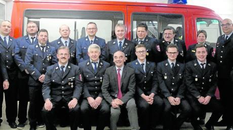 24 Übungen hat die Feuerwehr Scheppach im vergangenen Jahr absolviert, dazu 40 Einsätze. Bei der Dienstversammlung und der Mitgliederversammlung wurden treue Mitglieder geehrt.