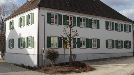 Für die dringende Sanierung des denkmalgeschützten Vereinsheimes Oberwaldbach, zu dem ein Kindergarten und ein Anbau mit Feuerwehrhaus gehört, macht der Marktrat etwa 200000 Euro locker.
