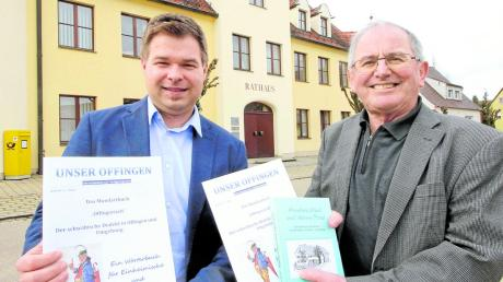 """""""Offingerisch"""" lautet der Titel der Mundartbroschüre, die Robert Hieber (rechts) in Zusammenarbeit mit dem Markt Offingen verfasst hat. Links: Zweiter Bürgermeister Florian Haupeltshofer, der Bürgermeister Thomas Wörz vertrat."""