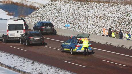 Die Autobahnpolizei hat die Unfallstelle gesichert.