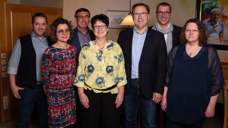 """Ein Teil des Vorstands des neuen """"Bürger-Vereins"""", der aus der """"Bürger-Liste Röfingen-Roßhaupten"""" entstanden ist."""