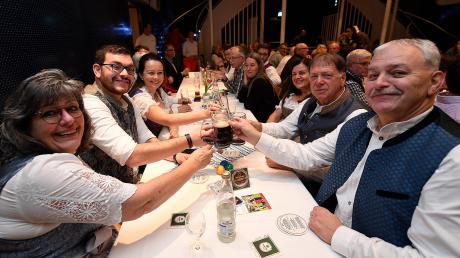 Zünftig ging's zu, so wie es sich eben gehört und schon Tradition ist bei der Veranstaltung der Günzburger Zeitung in Burgaus guter Stube.