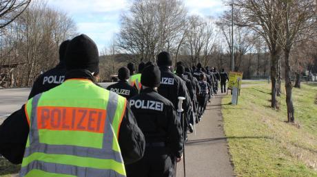 Mehr als 100 uniformierte Beamte sind am Donnerstag unterwegs, um Spuren im Fall Constantin Popa zu finden.