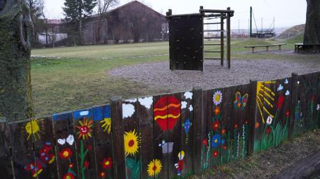 Auf dem weitläufigen Spielplatzgelände in Echlishausen wird künftig auch der Festplatz sein. Für die Stromversorgung greift die Gemeinde jetzt tief in die Kasse.