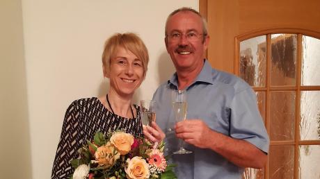 Die neue Bürgermeisterin von Kötz, Sabine Ertle, mit Reinhard Uhl, Vorsitzendem der Freien Wählergemeinschaft Kötz.