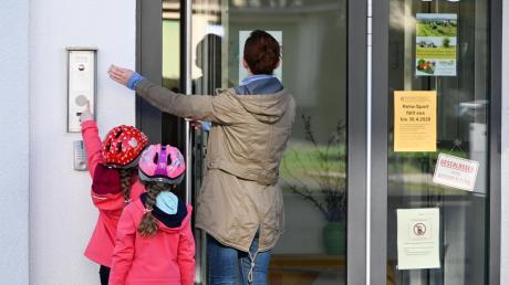 Um die Notfallbetreuung für Kinder von Eltern, die in systemrelevanten Berufen arbeiten, gab es auf Behördenebene Diskussionen.