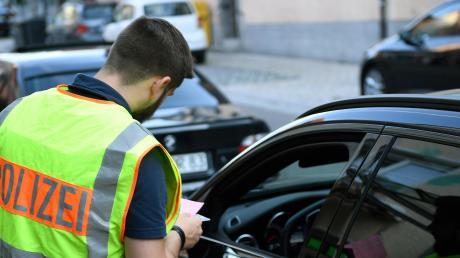 """Wegen der Corona-Pandemie sollen Menschen mehr Abstand zueinander wahren. Das wirkt sich beispielsweise auch auf Fahrzeugkontrollen durch die Polizei aus. """"Einbrecher halten sich wohl nicht an Ausgangsbeschränkungen."""""""