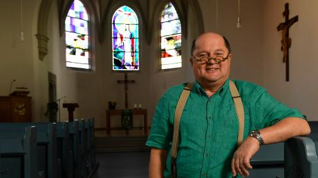 """Pfarrer Alexander Bauer ist auch ein wenig ein """"Gschaftlhuber"""". Sagt er zumindest über sich. Gerade entdeckt er ein anderes Leben."""