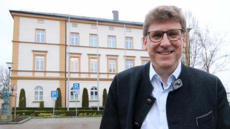 Martin Brenner, 49, am Sonntagabend. Er tauscht Klassen- und Lehrerzimmer in Augsburg gegen den Chefsessel im Burgauer Rathaus. Konrad Barm reichte es nicht mehr für eine vierte Legislaturperiode als Bürgermeister.