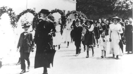 Der historische Kinderfest-Umzug im Jahr 1914. Das Fest wird in Leipheim seit mehr als 200 Jahren gefeiert.