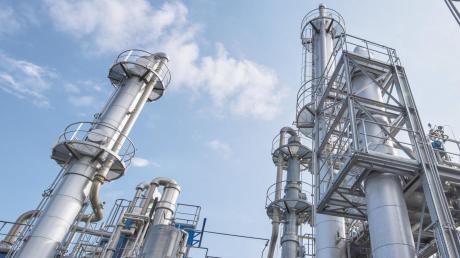In diesen sogenannten Kolonnen wird bei der Firma Geiss in Offingen das Ethanol, das im Desinfektionsmittel zum Einsatz kommt, zu hochreinen Destillaten aufgearbeitet.