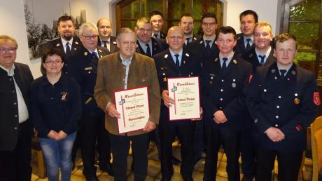 Michael Mayer und Helmut Motzer wurden von der Feuerwehr Röfingen ausgezeichnet.