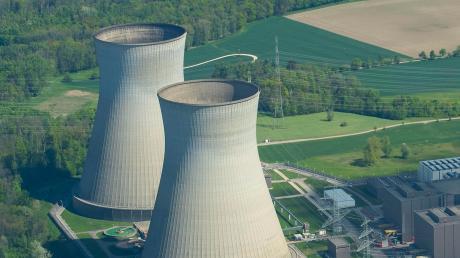 Seit 35 Jahren arbeitet eine Frau im Atomkraftwerk Gundremmingen, nun traf sie sich erneut mit ihrem Arbeitgeber vor Gericht.