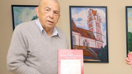Rudolf Seibold hat in Zusammenarbeit mit dem Markt Jettingen-Scheppach ein knapp 300-seitiges Buch über die Geschichte Scheppachs verfasst.