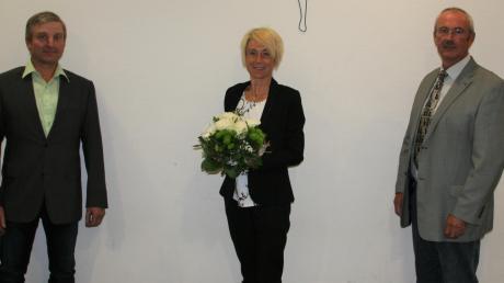 Bei der Sitzung des Kötzer Gemeinderates ist Sabine Ertle als neue Bürgermeisterin vereidigt worden. In ihren Ämtern bestätigt wurden Zweiter Bürgermeister Reinhard Uhl (rechts) und Dritter Bürgermeister Valentin Christel.