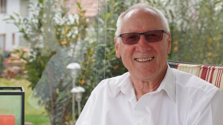 Daheim auf der Terrasse, im Hintergrund der Kirchturm, ist Walter Sauters künftiger Lieblingsplatz. Zwölf Jahre war er Bürgermeister von Bubesheim, bekleidete fast sein halbes Leben lang Ehrenämter im Dorf. Damit soll jetzt Schluss sein.