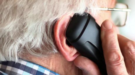Betrüger haben versucht, Senioren am Telefon übers Ohr zu hauen. Doch die Täter scheiterten. (Symbolbild)