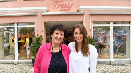 Stephanie Brenner hat 50 Prozent der Mode Frey OHG in Burgau übernommen. Mit ihrer Mutter Antonie Frey-Brenner wird sie das Modehaus im Herzen Burgaus mit vielen neuen Ideen in die Zukunft führen.