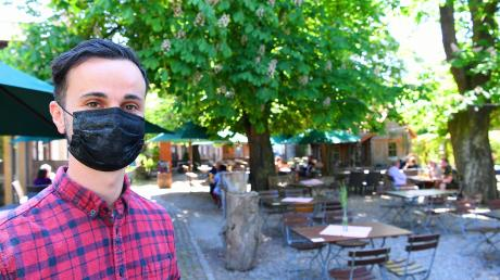 Mathias Ihle ist zufrieden mit dem Start der Biergartensaison im Landgasthof Waldvogel in Leipheim. Gestern Mittag saßen die Gäste im vorgeschriebenen Sicherheitsabstand unter Kastanien und genossen das Aufleben der bayerischen Wirtshaustradition.