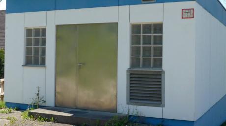 In diesem Gebäude im Kammeltaler Ortsteil Goldbach befindet sich eine Druckerhöhungsanlage. Ob dort die Ursache für die derzeitige Trinkwasser-Verunreinigung liegt, ist weiter unklar.