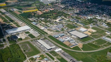 Das Interkommunale Gewerbegebiet Areal Pro in Leipheim hat sich rasant entwickelt in den vergangenen Jahren. Zwischen 2010 und 2019 wurden 56 Millionen Euro auf dem ehemaligen Fliegerhorst investiert. Der Zweckverband verfügt über ein sattes Finanzpolster.
