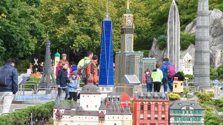 Das Legoland in Günzburg wird am 30. Mai und damit zwei Monate später als geplant öffnen. Die Besucher müssen sich wegen der Corona-Pandemie auf eine Reihe von Veränderungen einstellen.