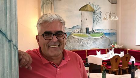 """Sein Lebensmittelpunkt ist die Villa Elia in Ichenhausen. Während eines Besuches in seinem Restaurant sagt der Wirt: """"Ich spiele kein Tennis, gehe nicht zum Golfen. Das hier ist mein Hobby, mein Beruf, meine Leidenschaft."""""""