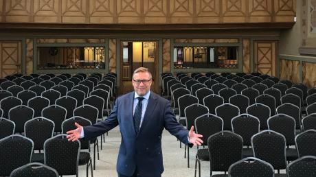Das Ziel von Klaus Wolf ist es, nach Corona möglichst viele dieser Plätze bei Veranstaltungen in dem früheren jüdischen Gotteshaus zu füllen. Und auch sonst soll, wenn es nach dem Vorsitzenden der Stiftung Ehemaligen Synagoge geht, dieser besondere Ort bekannter werden.