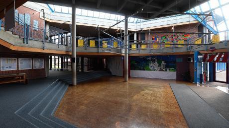 So leer wie auf dem Foto soll die Aula der Dominikus-Zimmermann-Realschule ab dem kommenden Schuljahr nicht mehr sein. Die Zahl der Neuanmeldungen ist auf 31 gestiegen, sodass zwei Eingangsklassen möglich sind.