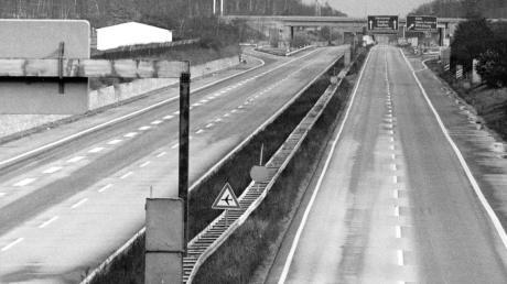 1973 wirkte der autofreie Sonntag noch (hier bei Frankfurt). Doch 1980 interessierte der Aufruf in der Region Günzburg kaum noch jemanden.