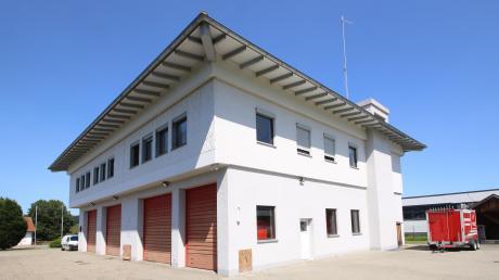 Das Rathaus in Ettenbeuren erhält einen Erweiterungsanbau als Gerätehaus für die Freiwillige Feuerwehr. Nun entschied der Kammeltaler Gemeinderat über die Dachform.