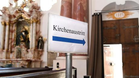 Wenn es um die Kirche geht, kennen viele nur noch einen Weg: den nach draußen. Wobei man nicht verkennen darf, dass noch immer viele Mitglied sind.